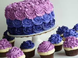 Purple ombre rosette cake with cupcakes